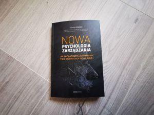 """Narzędzia rozwoju w pigułce, czyli dlaczego warto przeczytać książkę:""""Nowa psychologia zarządzania""""."""